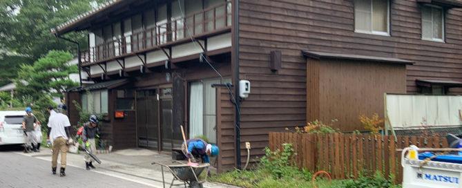 軽井沢町追分宿の側溝清掃の写真1