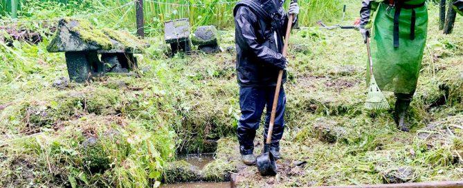 軽井沢町追分の御前水を清掃